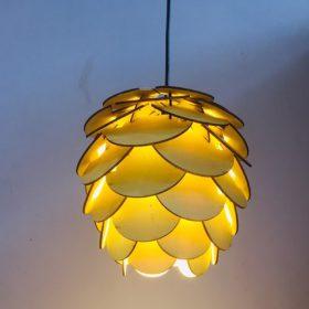 Đèn gỗ hình quả thông xếp kín